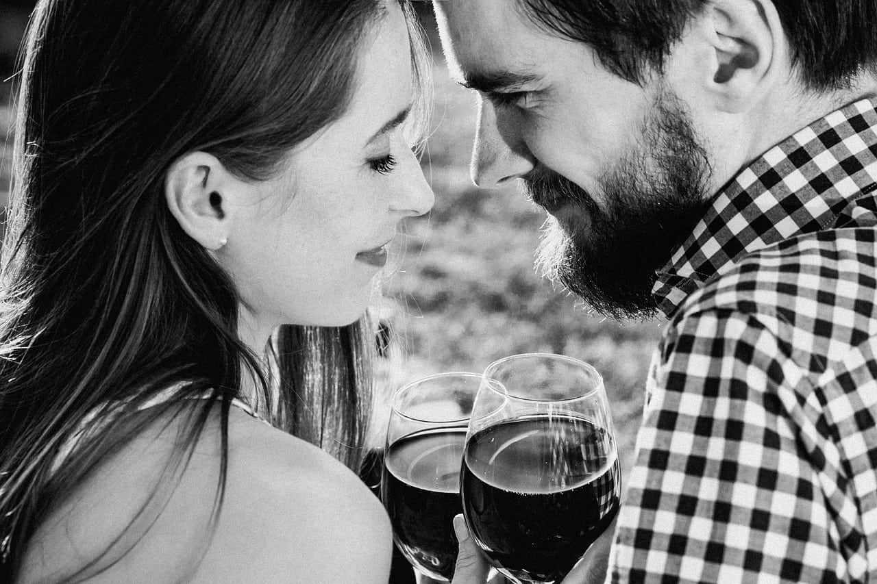 How to Tell if a Guy Likes You | 15 Signs He Likes You